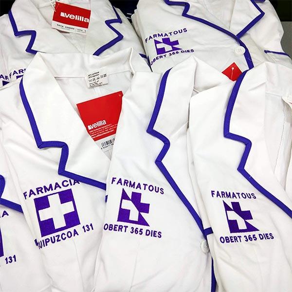 bordados de bata de farmacia